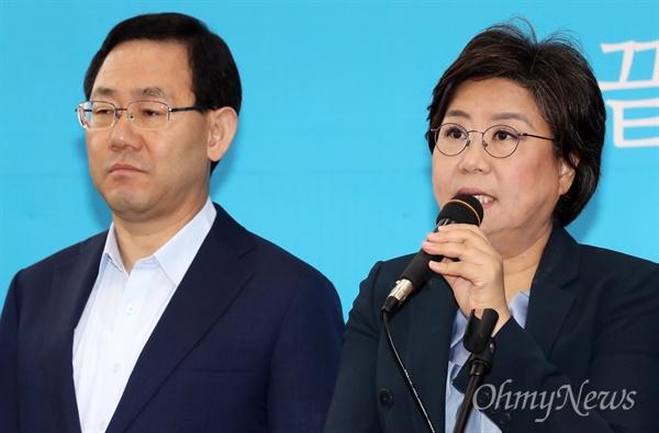 바른정당 이혜훈 대표가 21일 오전 국회에서 열린 최고위원회의에서 모두발언을 하고 있다. 왼쪽은 주호영 원내대표.
