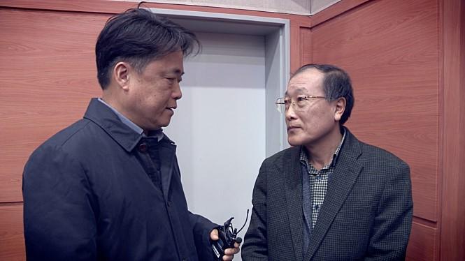 다큐멘터리 영화 <공범자들> 한 장면