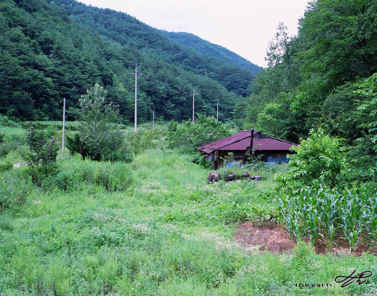 빈 집 (67ii/Pro160NS)폐가나 흉가라고 하기엔 사람의 흔적이 아직 식지 않은 빈집 한 채.