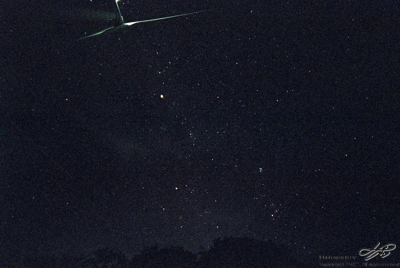 까만 하늘에 별 (MX/Natura1600)평생 중 가장 많은 별을 보았다. 발전기의 불빛이 없었다면 몽골이나 남미의 밤하늘 못지 않은 모습을 보였을 것이다. F2.8에 30초 노출