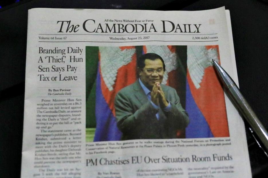 70억원 체납세금폭탄을 맞은 캄보디아 영문일간신문 캄보디아데일리 23일자 신문 전면. 평소 훈센정권에 비판적인 신문이 예외적으로 밝은 표정의 훈센총리 사진을 신문 전면에 게재했다.