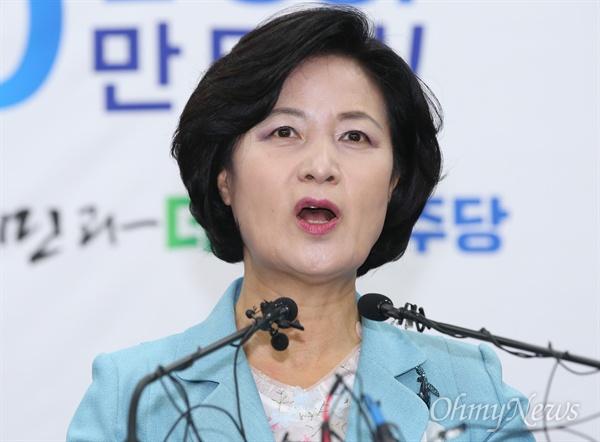 추미애 더불어민주당 대표가 27일 오전 서울 여의도 당사에서 취임 1주년 기념 기자회견을 하고 있다.