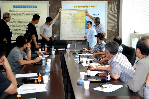 전국연안어업인연합회는 지난 8월 28일 남해군 삼동면 동천마을 어업인회관에서 긴급이사회를 열고 '어류 혼획 허용 반대'를 하기로 했다.