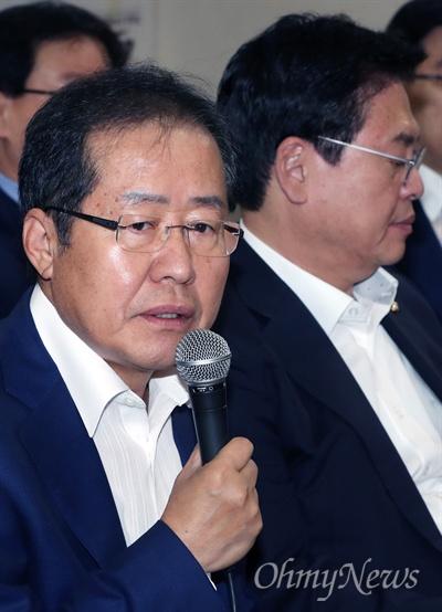 자유한국당 홍준표 대표가 30일 오전 서울 여의도 당사에서 열린 당대표 및 최고위원·초선의원 연석회의에서 모두발언을 하고 있다.