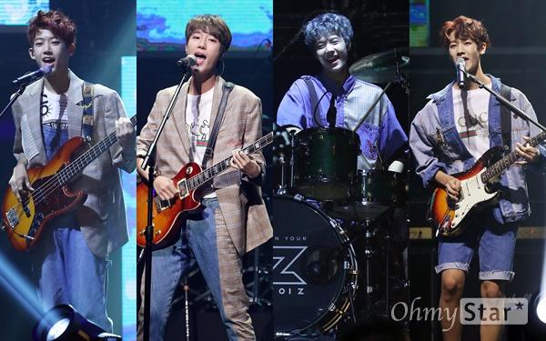 아이즈, 신선한 하이틴 밴드 4인조 하이틴 밴드 아이즈(IZ)가 31일 오후 서울 광장동 의 한 공연장에서 열린 데뷔 미니앨범 < 올 유 원트(All You Want) > 미디어 쇼케이스에서 타이틀곡 '다해'를 열창하고 있다. 로마숫자 1인 I와 알파벳 끝자인 Z를 따서 지어진 아이즈(IZ)는 메인보컬인 리더 지후, 드럼 우수, 기타 현준, 베이스 준영 등 10대 네 명으로 구성된 하이틴 밴드로 처음부터 끝까지 변하지않는 모습으로 대중들에게 다가가겠다는 뜻과 오픈 유어 아이즈(OPEN YOUR IZ)의 의미를 담아 대중들의 마음을 열겠다는 포부를 표현하고 있다.