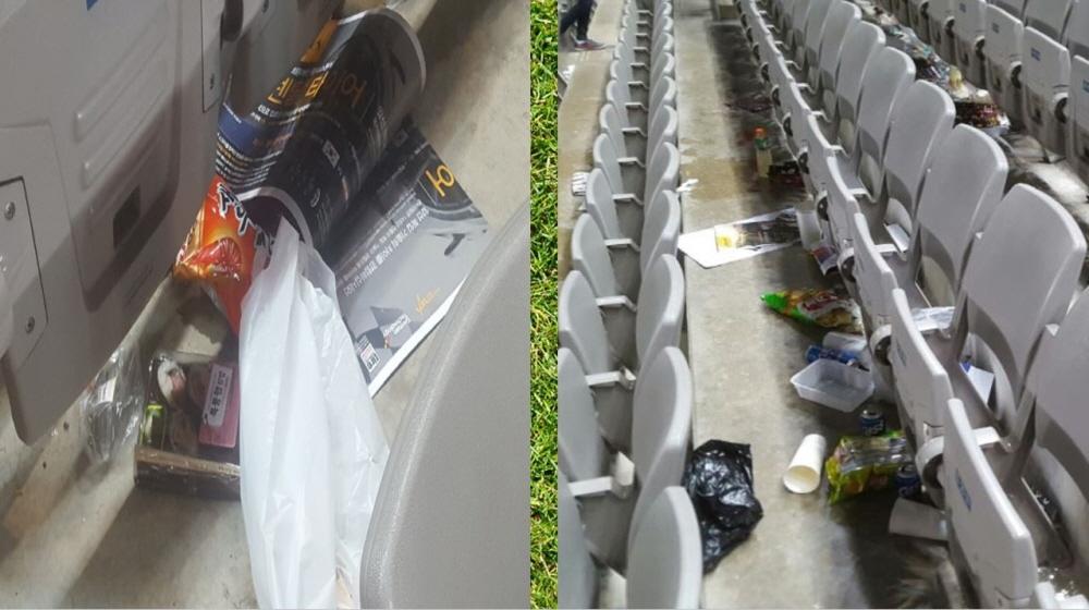 경기 후, 상암월드컵경기장 좌석 곳곳에는 쓰레기가 널브러져 있었다.