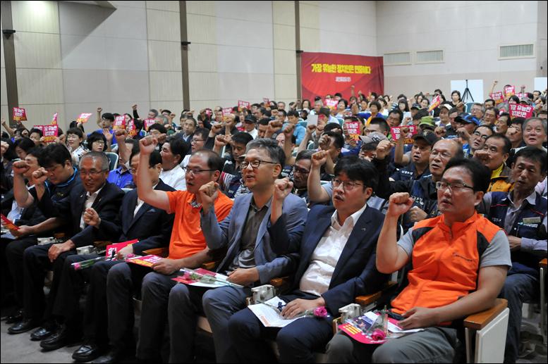 이날 창당출범대회에는 대전지역 시민사회단체 및 진보정당 인사를 비롯하여  당원 300여명이 참석했다.