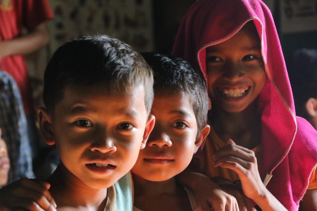 한국인선교사가 운영하는 교회를 찾은 캄보디아 아이들 박 목사를 안다고 밝힌 일부 교민들은 '박 목사가 억울한 일을 당한 것 같다'고 옹호하는 입장을 밝혔다. 이런 가운데, 현지 선교사들은 이번 사건이 자칫 기독교 전체에 대한 비하나 선교사들를 향한 불신으로 이어지지 않을까 내심 걱정하는 분위기다.