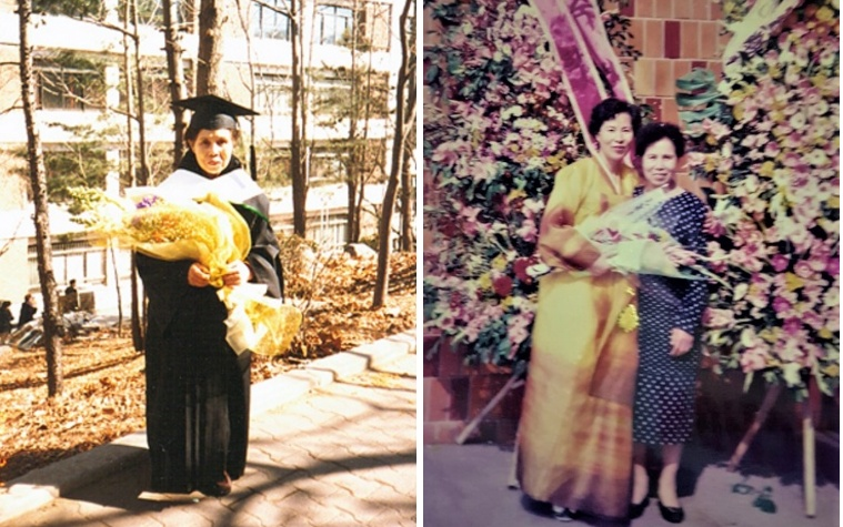 내 대학원 졸업식에서 어머니/ 땡땡이 무늬 양장 옷 입으신 어머니