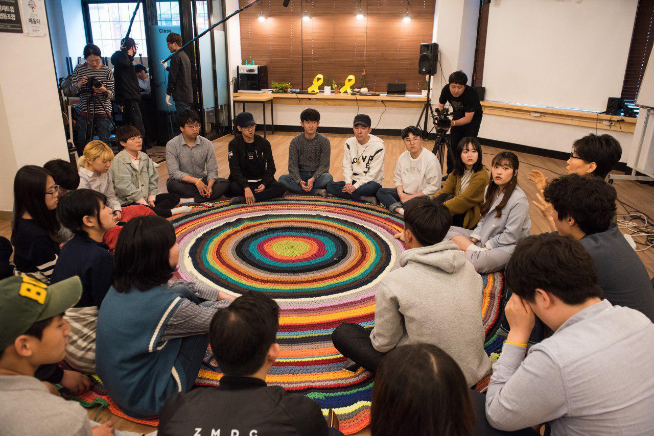 세월호 공감 프로젝트 세월호 희생학생의 친구들과 또래 세대의 공감기록단이 만나 '세월호 공감 프로젝트'가 진행되고 있다.