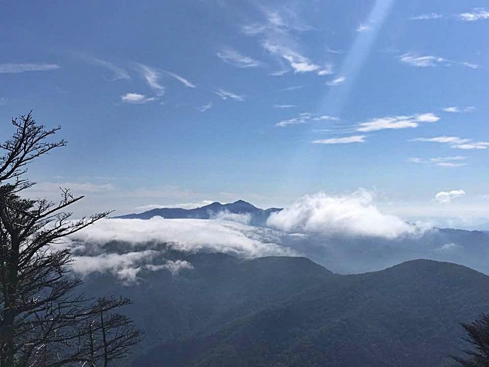 천왕봉에 걸린 구름 지리산 천왕봉에 걸린 구름
