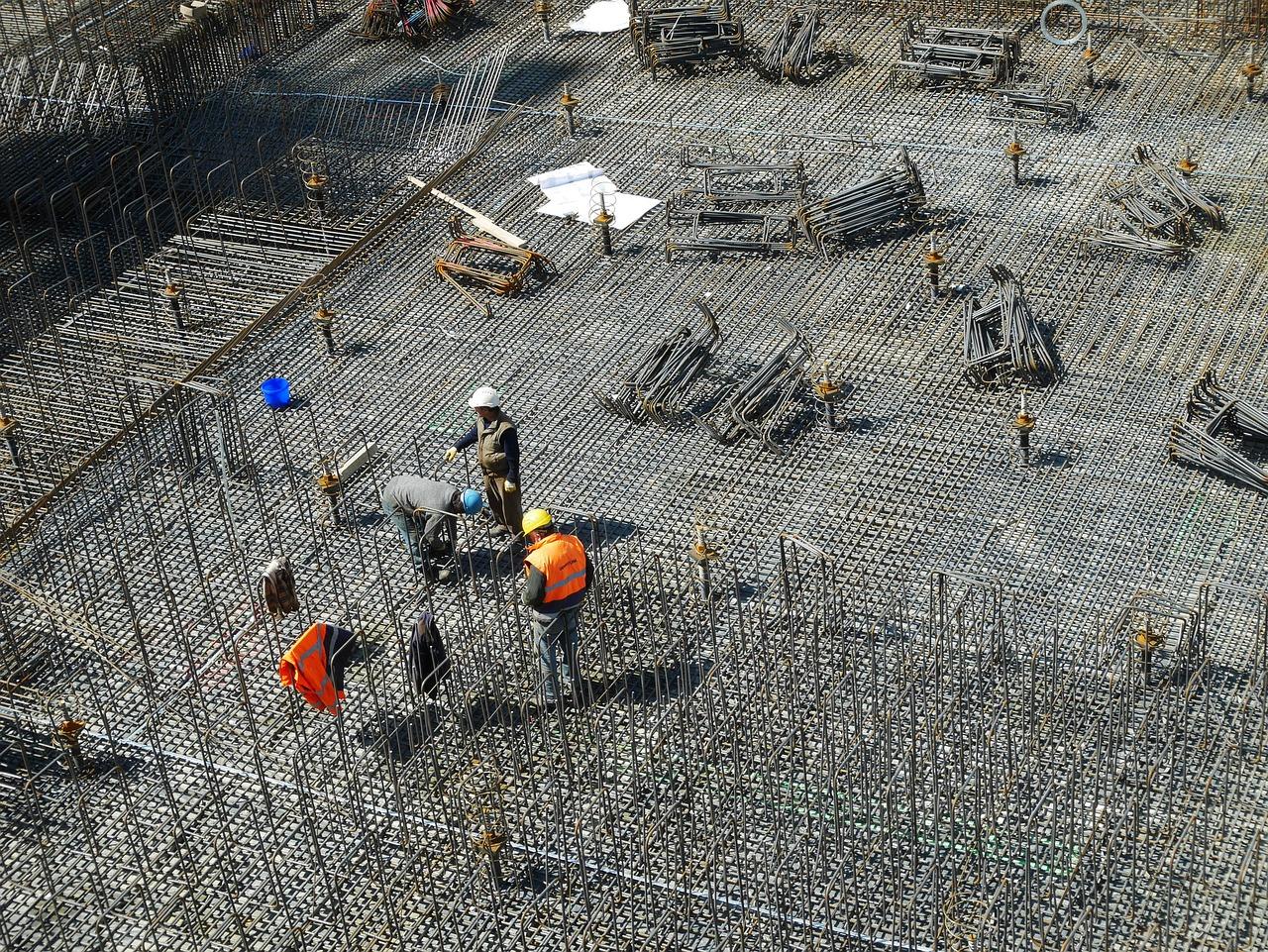 철근노동은 건설현장에서 강도가 센 업종의 대표격이다.