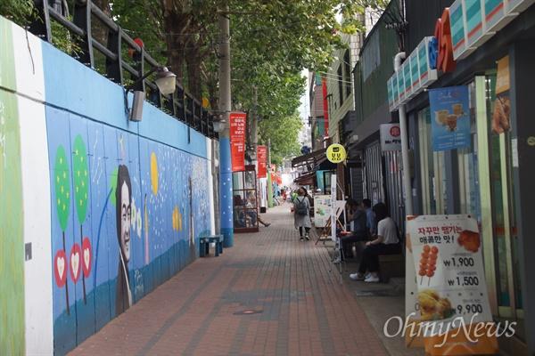 대구시 중구 방천시장에 있는 김광석길 입구.