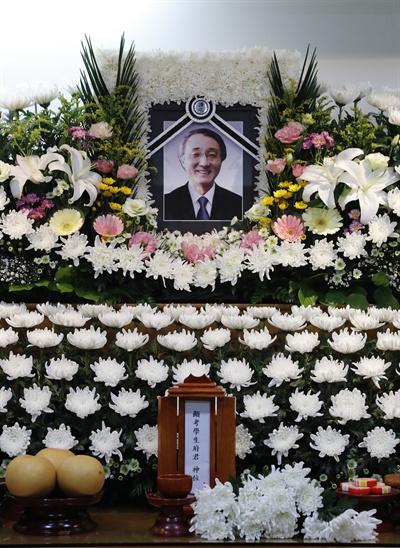 지난 5일 오후 서울 용산구 순천향대학교병원 장례식장에 마광수 전 연세대 교수의 빈소가 마련돼 있다.