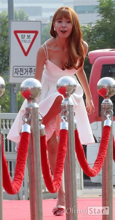 고원희, 순백 여신처럼 배우 고원희가 7일 오후 서울 여의도 KBS홀에서 열린 <서울드라마어워즈2017> 레드카펫에서 입장하고 있다.