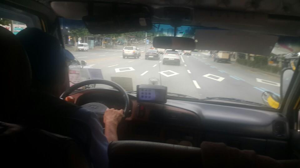 셔틀버스 노동자 박용재씨가 운행하고 있다