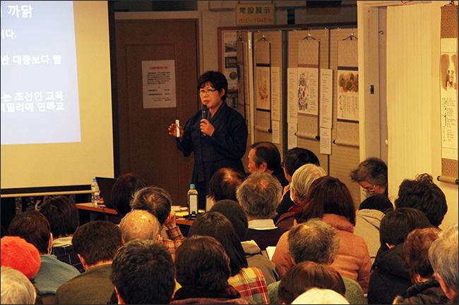 """올해 1월 일본 도쿄 고려박물관에서 열린 """"침략에 저항한 불굴의 조선여성들(侵略に抗う不屈の朝鮮女性たち)"""" 특강에서 여성 독립운동가들에 대해 발표하는 이윤옥 소장"""