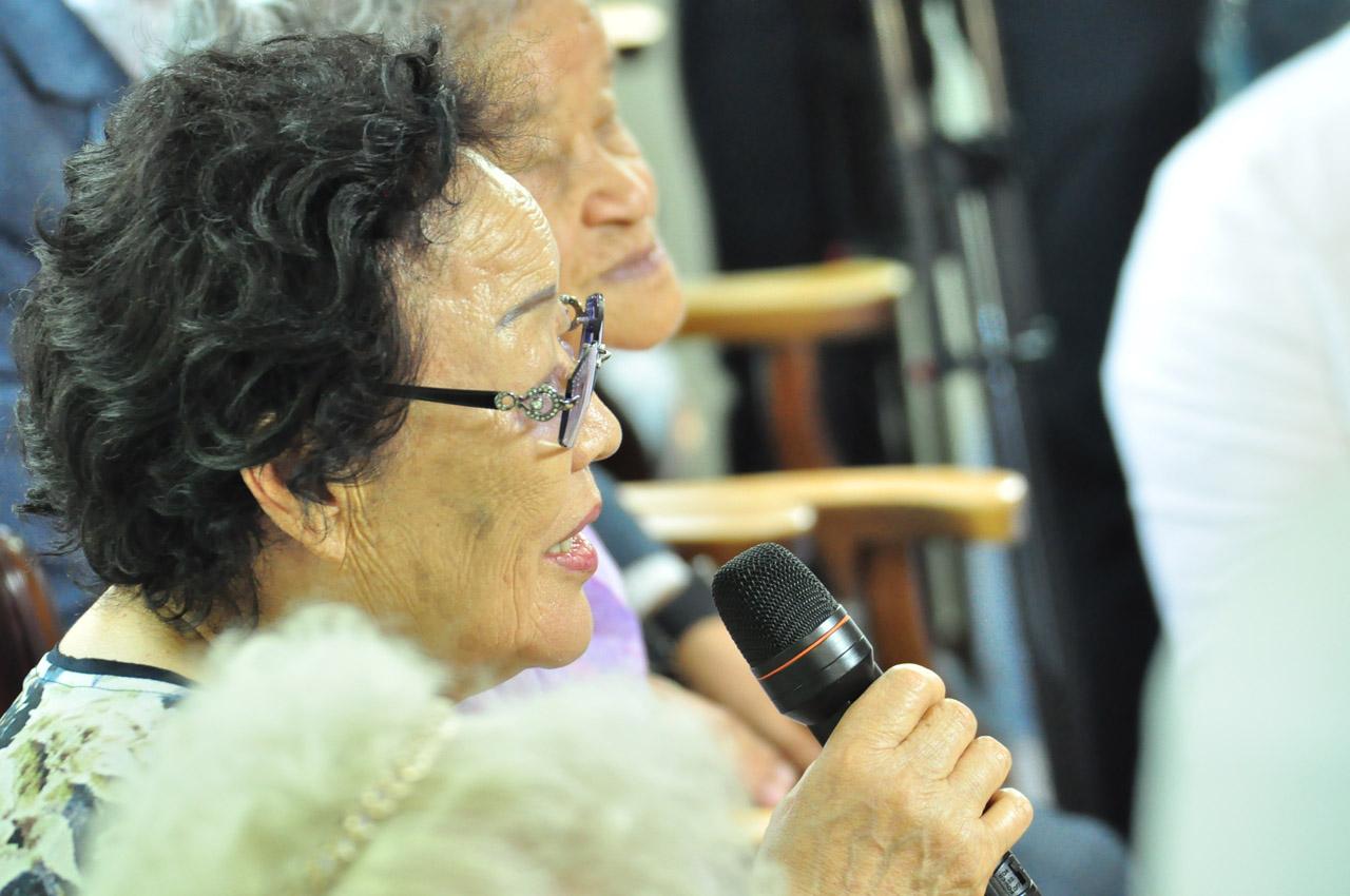 인사말을 전하고 있는 이용수(90) 할머니
