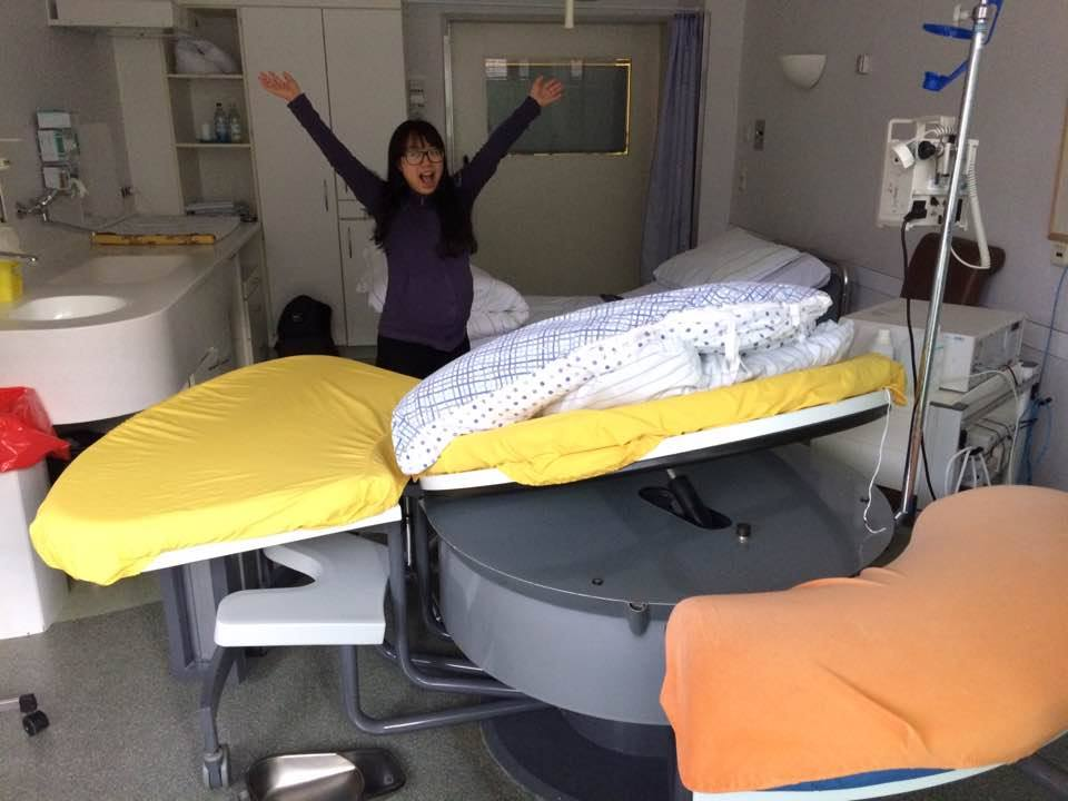 출산 전 출산 고통을 모른채 분만실에서 해맑게 찍은 사진.