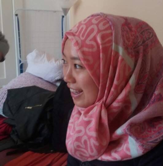 """이슬람 문화를 이해하기 위해 하루동안 히잡을 쓰고 베를린 """"아랍타운""""에 갔다."""