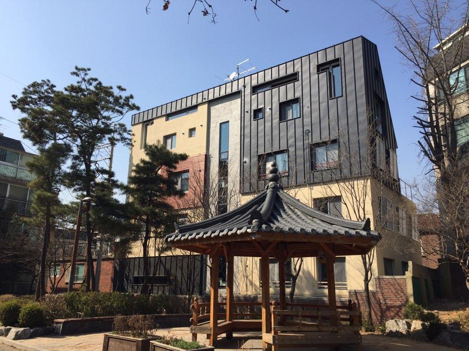 서울 서대문구 창천동에 있는 사회주택, 서울시의 사회주택은 주변 임대료의 80% 수준으로 공급된다.