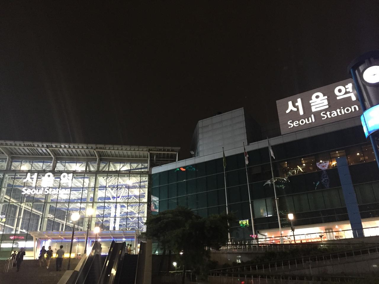 페이스북에서 '거지 같은'이라고 표현한 서울역  그 화려한 불빛 아래 돌아갈 곳 없는 사람들이 있다.