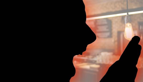 """목포의 한 초등학교 교장 A씨가 동료 교사 B, C씨에 폭언과 폭행을 가해 논란인 가운데, 현장에서 성희롱 발언을 했다는 주장이 제기됐다. 교장 A씨는 """"술에 취해 기억이 없다""""라는 입장이다."""