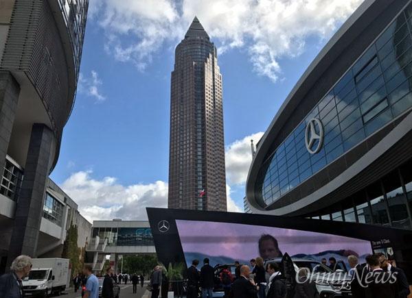 세계 최대의 자동차 전시회인 독일 프랑크푸르트 모터쇼가 12일(현지시각) 사전 언론 공개행사를 시작으로 막을 올렸다.