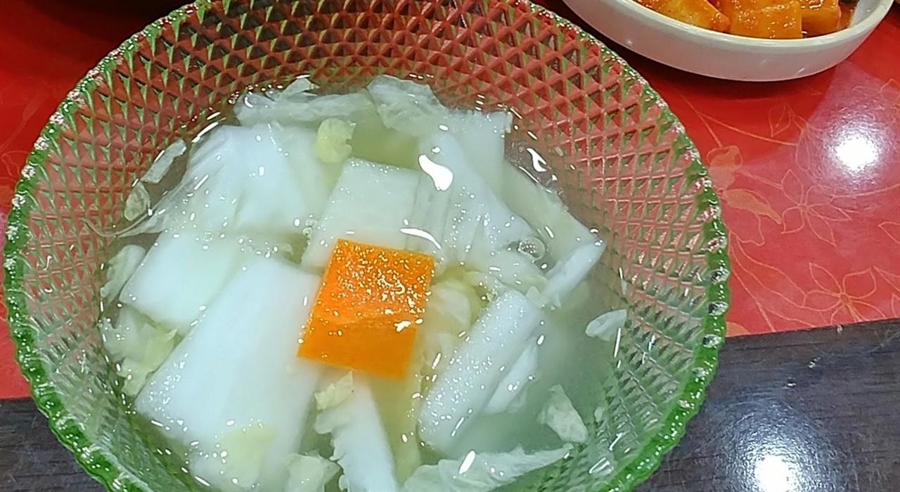나박 배추물김치가 맛깔나다.