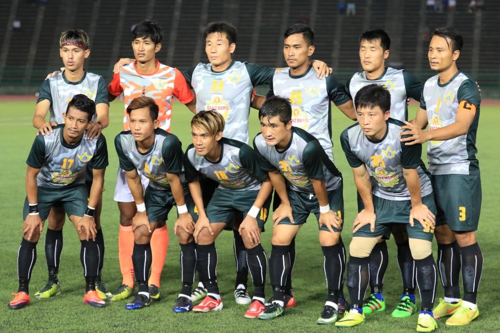 스포츠 교류로 캄보디아와 외교관계를 이어가고 있는 캄보디아 사진은 캄보디아 프로축구팀의 모습. 이 선수들중 4명이 북한출신선수들이다. 북한의 호나우두로 불리던 전 북한국가대표출신 선수도 이 팀에서 뛰고 있다.