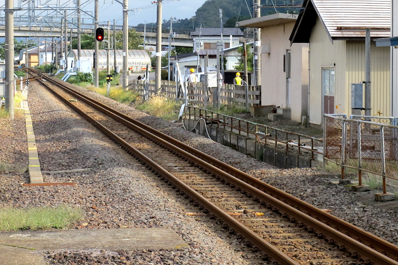 듀얼게이지 진구지 역에서 부터 미네요시카와역 사이의 3선로인 듀얼 게이지