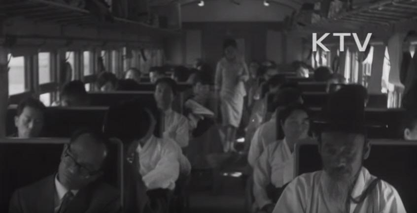 재건호 열차의 내부 모습.