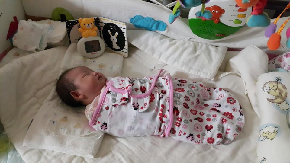 아기 속싸개 속싸개를 해줘야하는 시기 등은 정해져있지 않다.