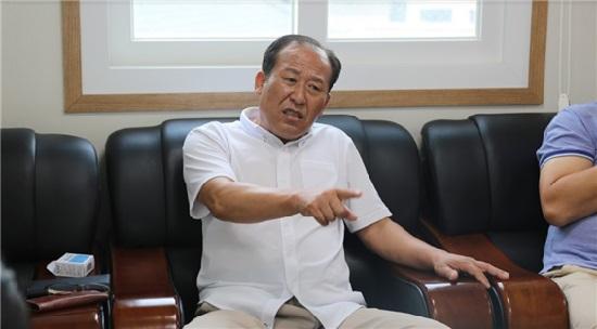 """이상대 회장은 """"40년간 원전 주변에서 희생한 주민들에게 합당한 보상을 해줘야 한다""""며 신고리5·6호기 백지화에 반대했다"""