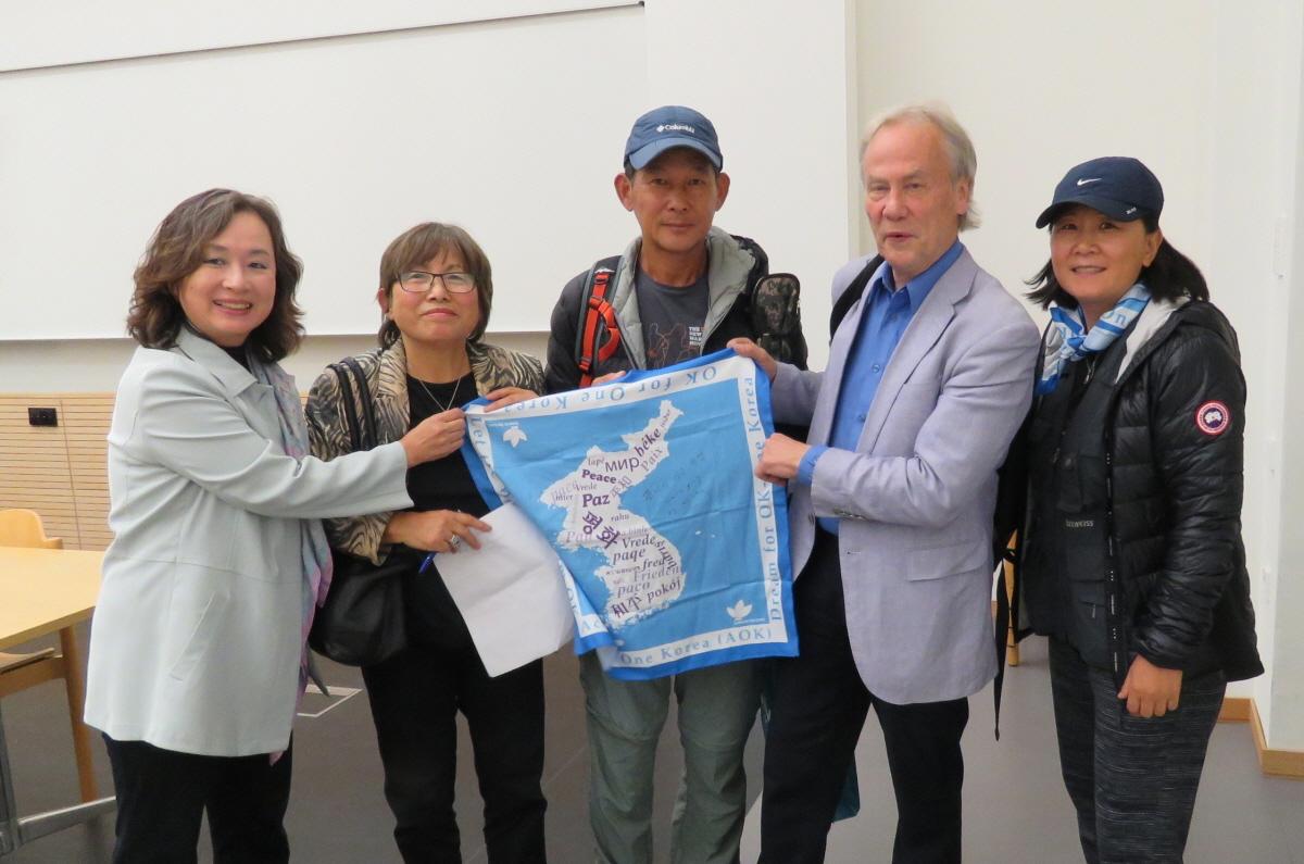 국제평화분과위원회 회장과 함께 국제평화분과위원회 회장라이너 브라운과 함께