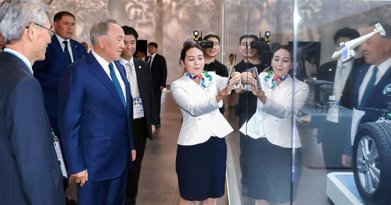 아스타나 엑스포 한국관 한국관을 찾은 나자르바예프 대통령