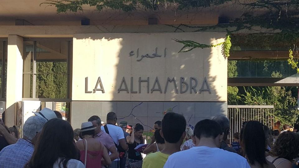 알함브라 궁전 입장을 기다리며 알함브라 궁전 입장을 기다리며
