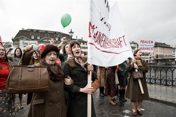 제11회 여성인권영화제 상영작 <거룩한 질서>의 한 장면. 여성참정권을 위해 싸우는 이들의 투쟁기이다.