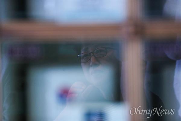 고 윤승주 일병의 엄마는 서울국립현충원 충혼당에 있는 아들의 사진 앞에서자 눈물이 흘렀다.