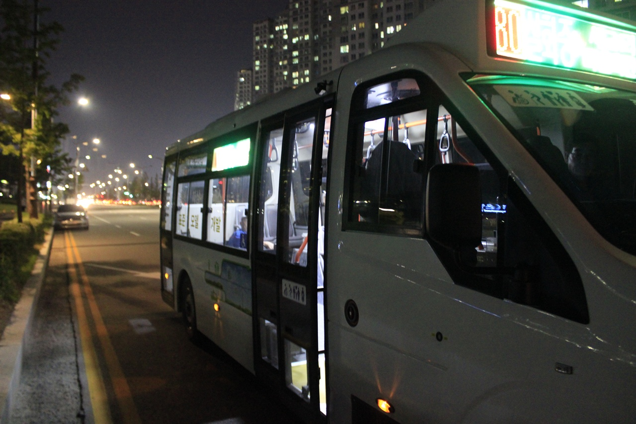 아산시에서 지난 15일부터 운행을 시작한 LF-40 중형저상버스 모델.
