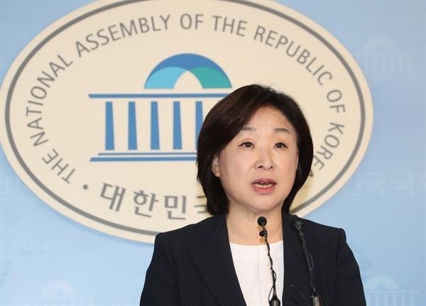 정의당 심상정 전 대표가 25일 오전 국회 정론관에서 연동형 비례대표제 도입을 촉구하는 선거제도 개혁방안을 발표하고 있다.