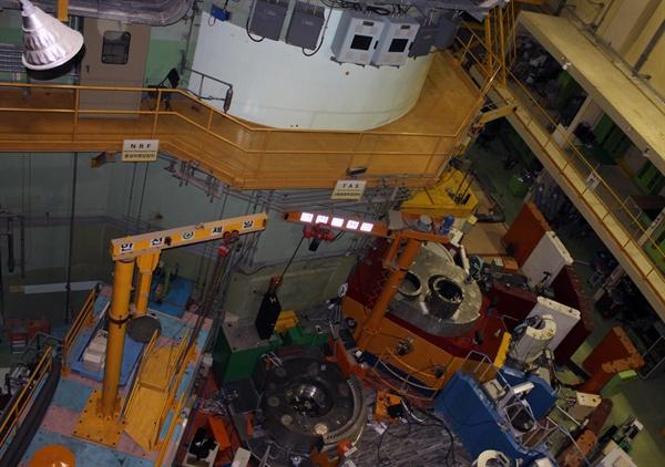 가동을 멈춘 대전 한국원자력연구원 내 연구용 원자로 '하나로'.