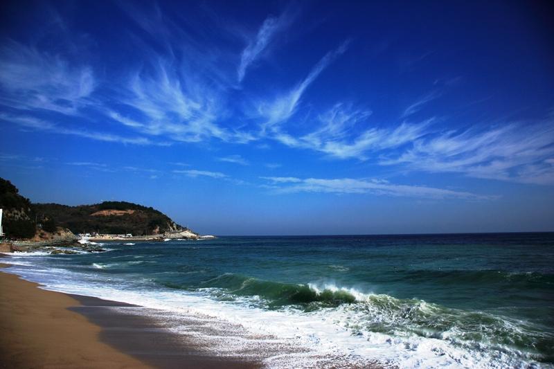 블루로드를 걷는다면 이처럼 아름다운 바다를 수시로 만날 수 있다.