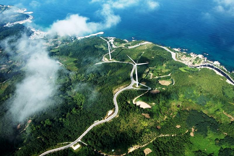 블루로드를 걷다보면 독특한 풍광의 풍력발전단지도 보게 된다.