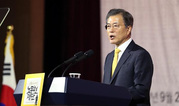 문재인 대통령이 26일 오후 서울 여의도 63 컨벤션센터에서 열린 '10·4 남북 정상선언' 10주년 기념식에 참석해 기념사를 하고 있다.