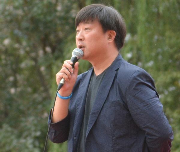 연대사 27일 지하철노동자 투쟁 결의대회에서 연대사를 하고 있는 오태훈 KBS 아나운서이다.