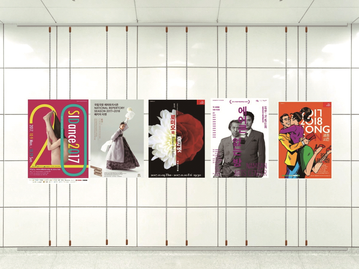 레일형 전지포스터 기존의 지하철 공간 홍보물과는 다르게 우이신설선의 홍보 포스터는 갤러리에서 전시를 하는 듯한 효과를 준다.