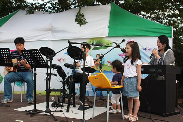 주하성(1년) 가족의 공연 모습