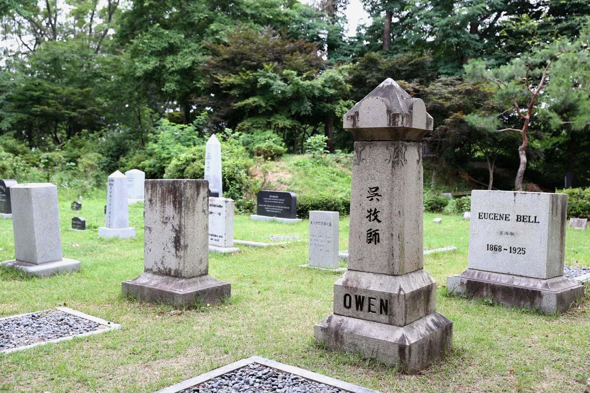 선교사 묘역. 선교사들은 광주를 제2의 고향으로 여기며 헌신했고, 죽어서도 광주에 묻혔다. 호남신학대학교 뒷산에 있다.