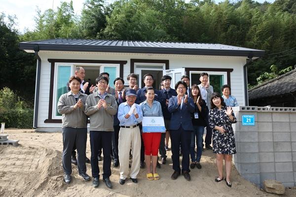 경남과학기술대학교와 진주시, 흥한주택종합건설은 다문화가정 집 고쳐주기활동을 벌였다.